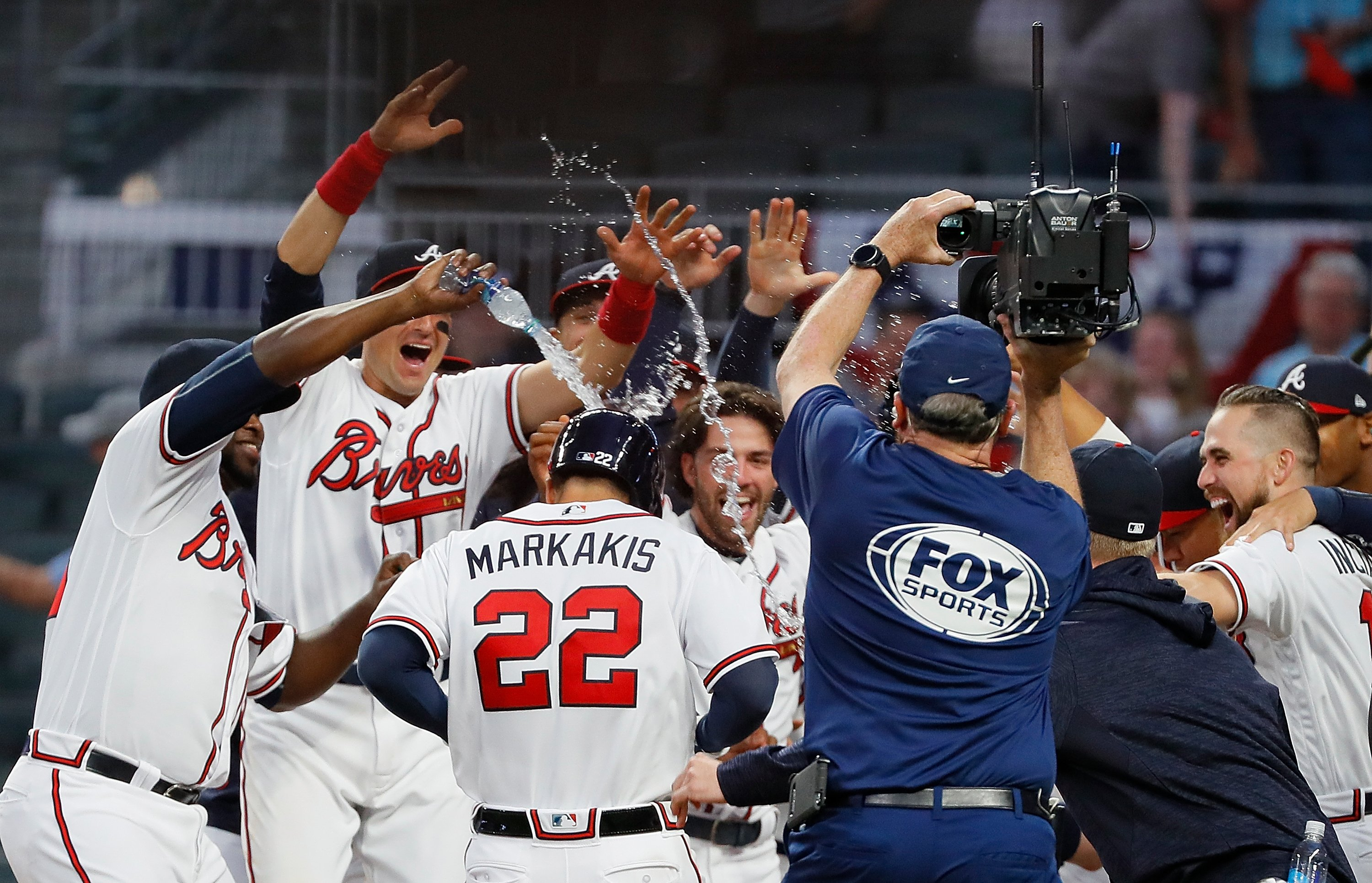 Braves Win With Walk Off Home Run on Opening Day
