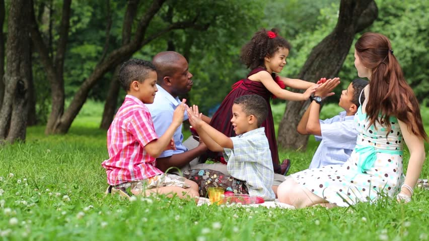 5 Healthy Snacks to Take on Your Family Picnic