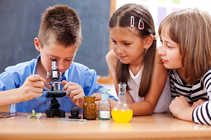4 Ways of Getting Your Kid Interested In Science