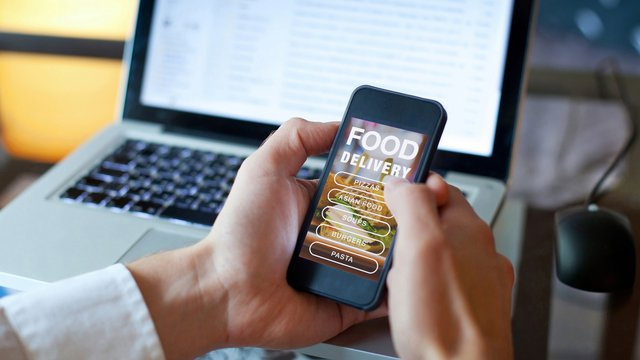 How Much Do You Tip for Restaurant Food Delivery?