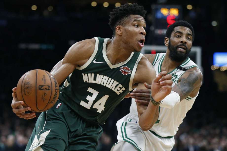 Giannis Lead Bucks to Game 3 Win on Road