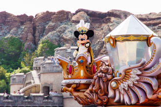 How To Surprise Your Kids With A Disneyland Vacation!