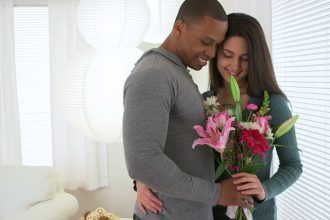 4 Reasons to Get Your Wife Flowers Throughout the Year
