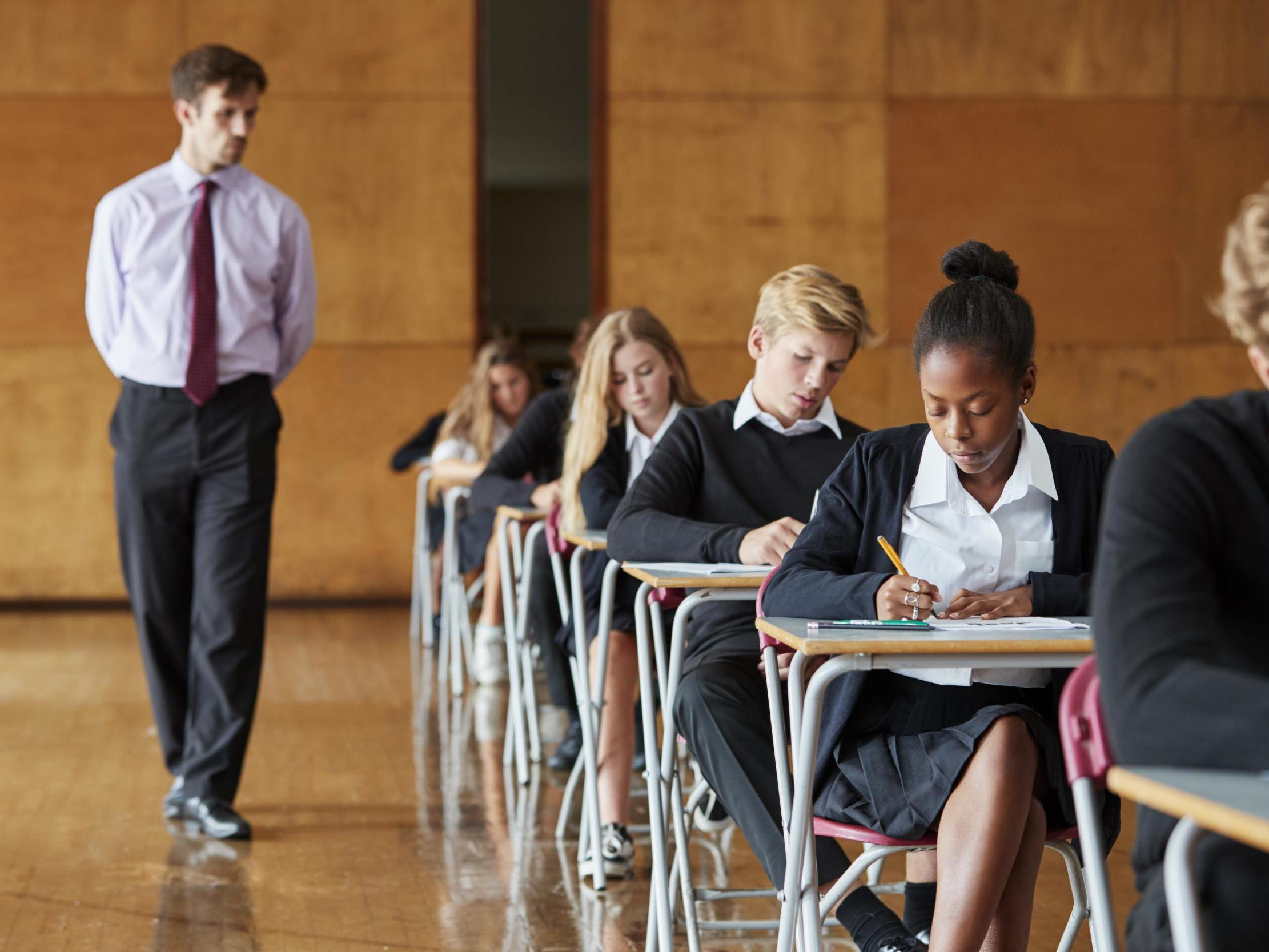 7 Benefits and Tips to Choose the Right School for Your Child