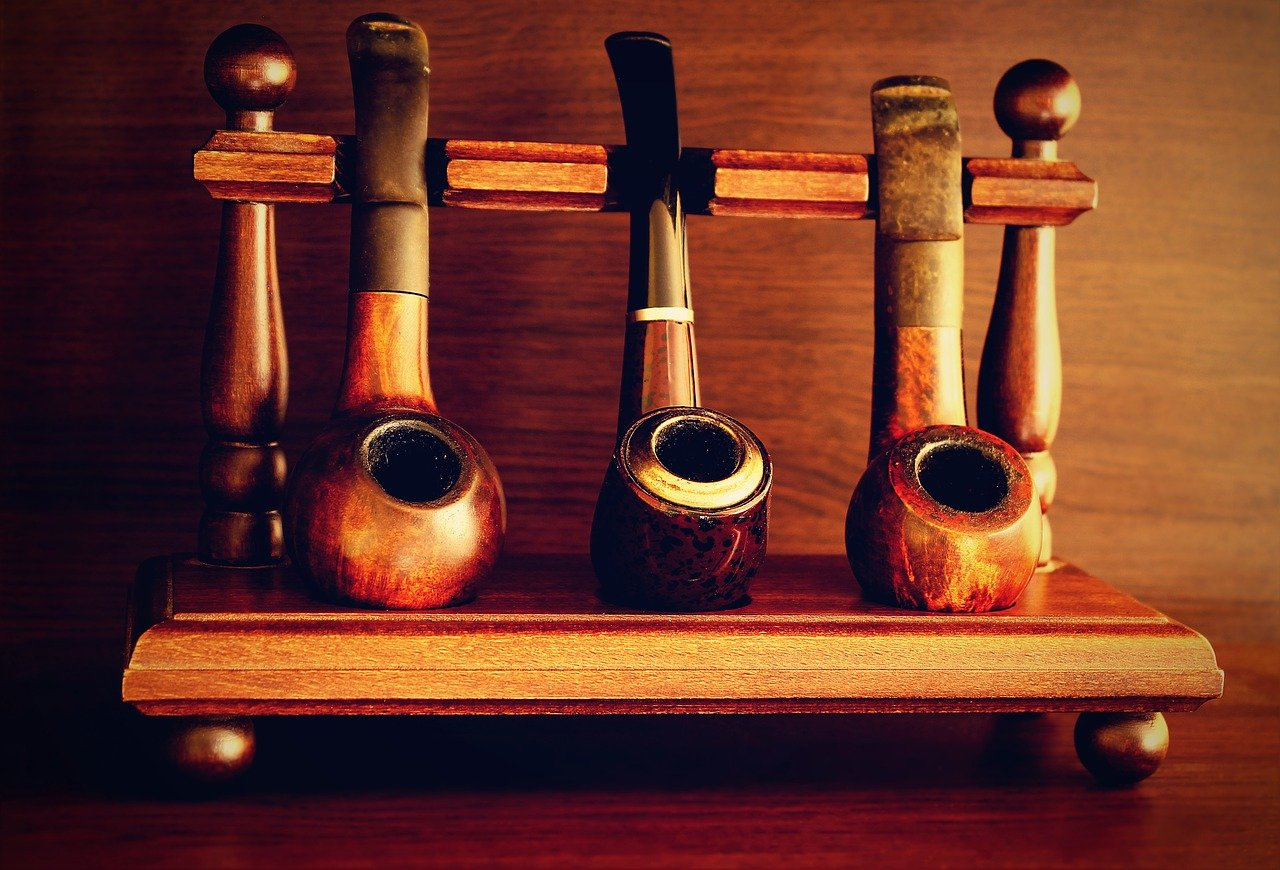 A Beginners' Guide to Choosing the Right Smoking Pipe