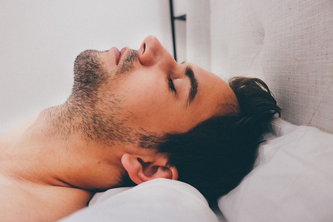Helpful Ways to Smooth Your Sleeping Cycle with CBD Oil