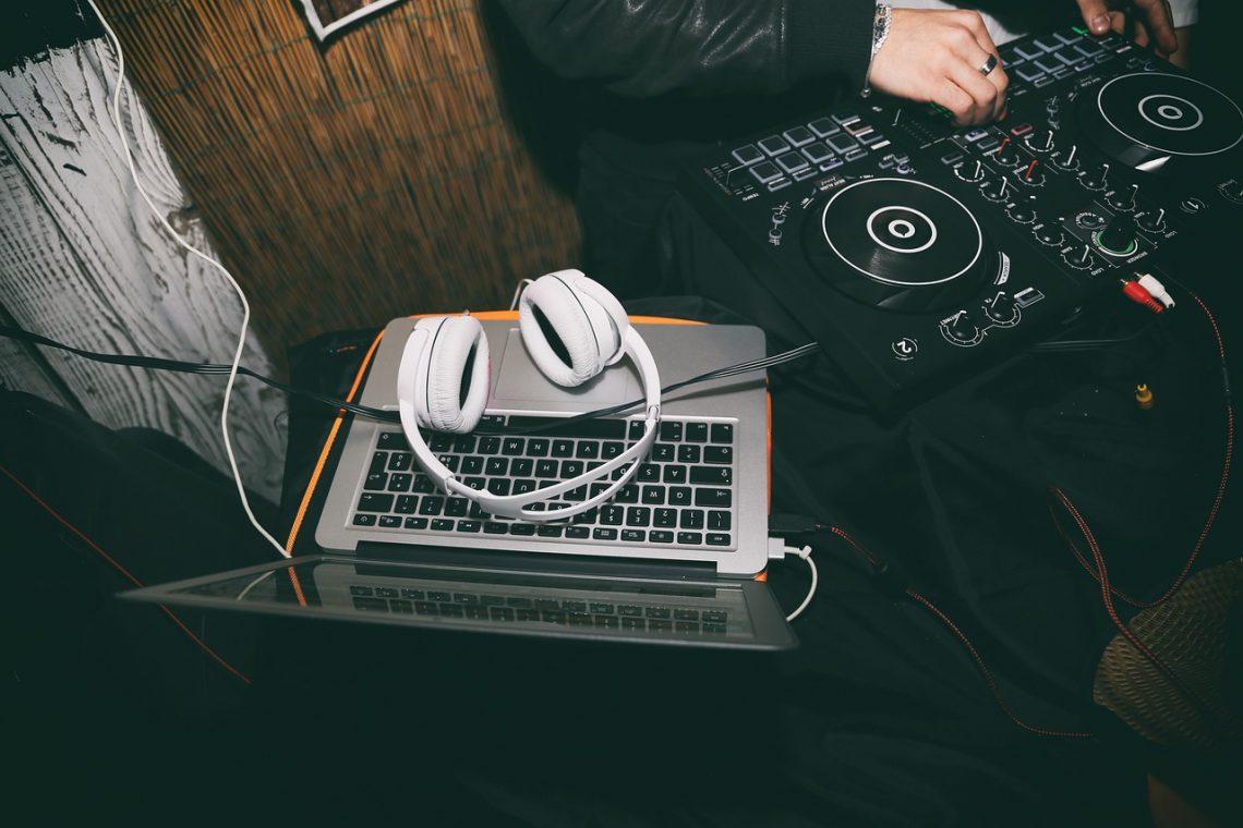 7 Success Secrets from Seasoned DJs on How to Make It Big